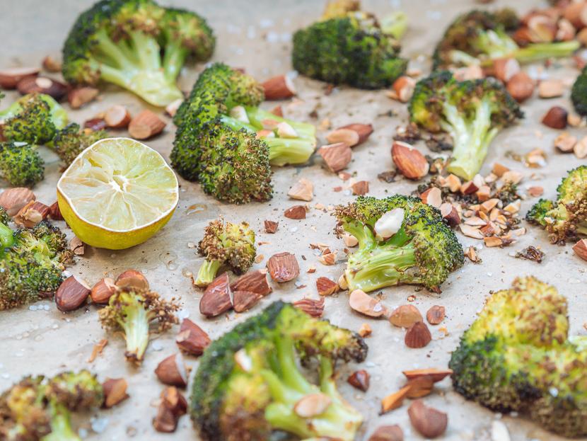 Knuspriger Brokkoli aus dem Ofen mit Parmesan und Mandeln 6