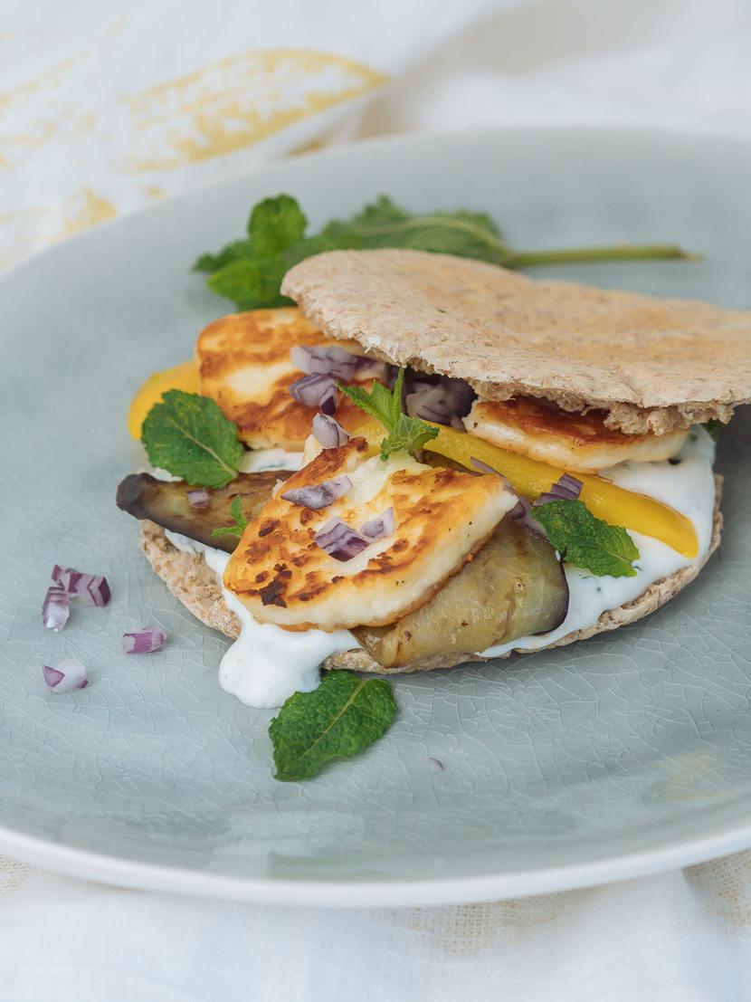 Pita mit Grillgemüse, Halloumi und Minzdip 4