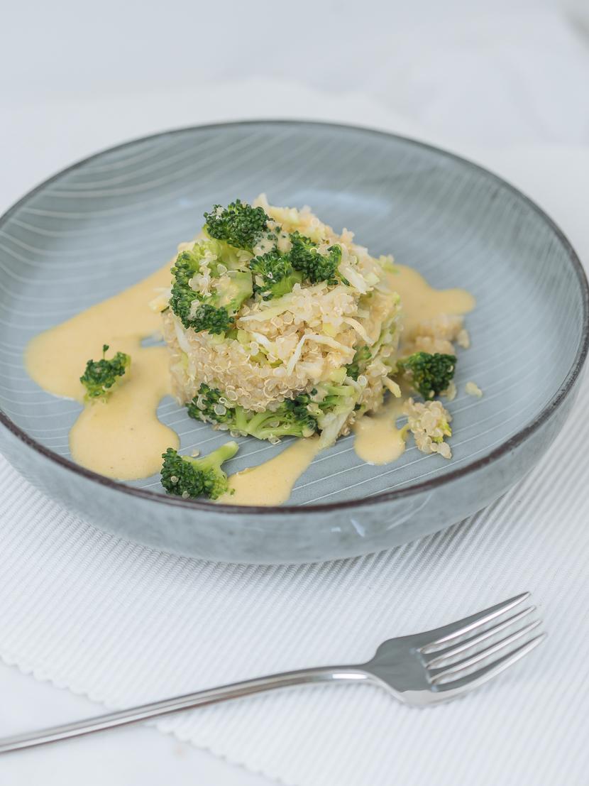 Brokkoli-Quinoa Salat mit Honig-Senf Dressing 3