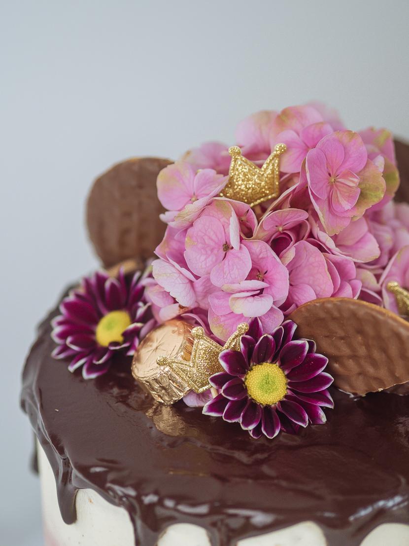 Pinata Cake - DIY Geburtstagstorte mit Süßigkeiten-Füllung* 14