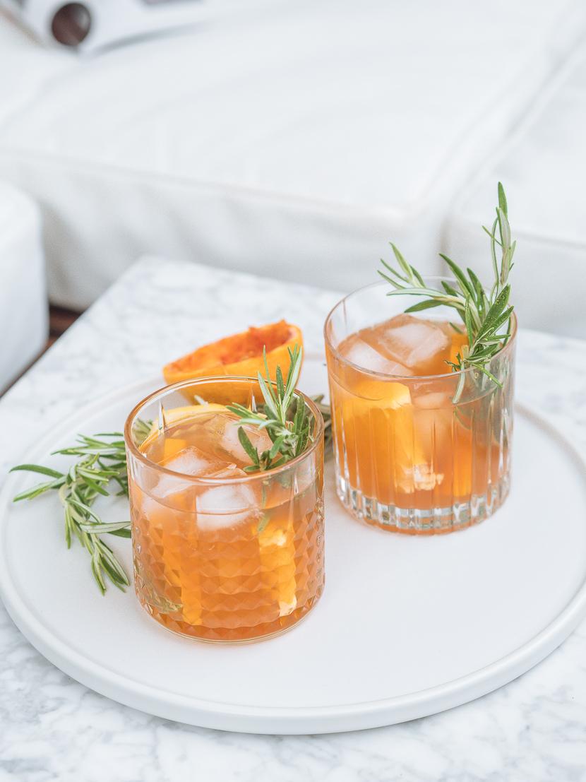 Hausgemachter Eistee mit Orange und Rosmarin 3