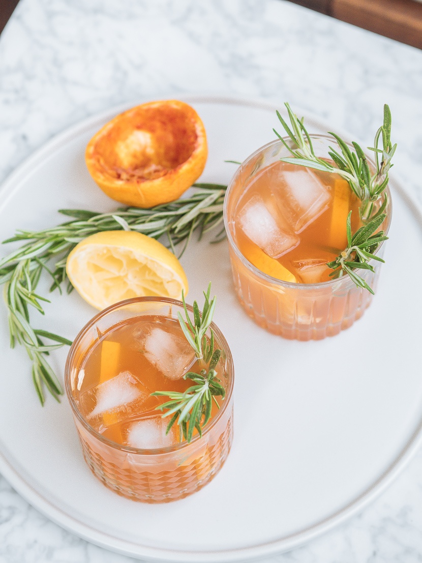 Hausgemachter Eistee mit Orange und Rosmarin 2