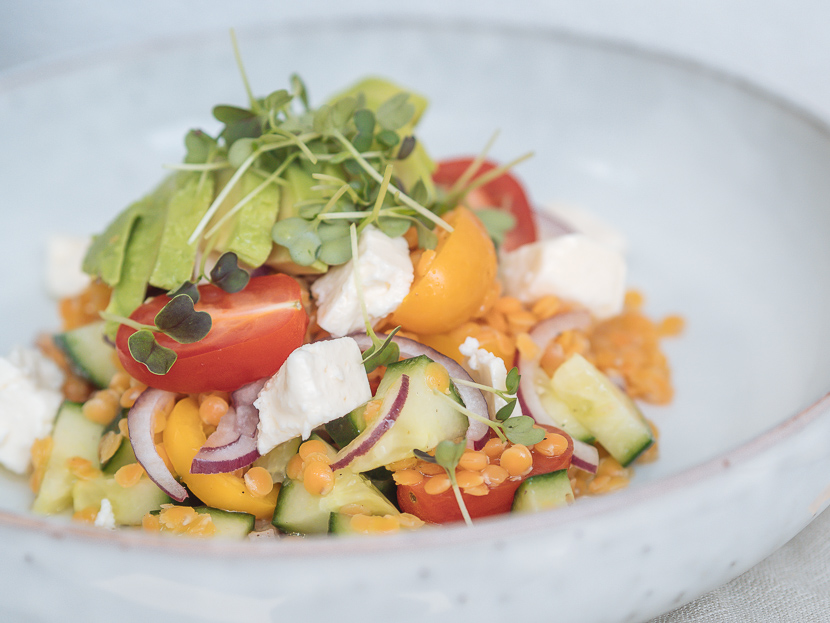Linsensalat mit Avocado und Feta - perfekt für heiße Tage 7