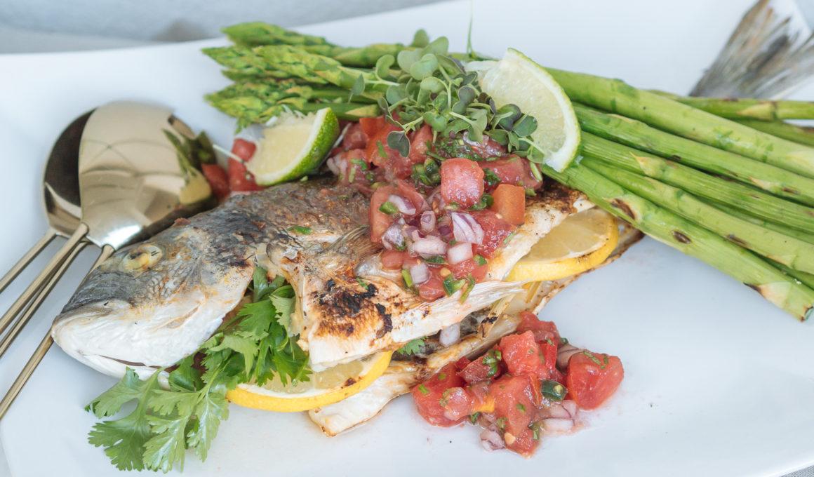 Dorade im Ganzen vom Grill mit Misopaste – Asia Style, Fisch im Ganzen grillen, einfaches Rezept vom Grill, Fisch im Asiastyle mit Misopaste und Zitronengras, So leicht grillst du saftigen Fisch im Ganzen, Du möchtest Dorade grillen, hast aber Respekt vor frischem Fisch vom Grill? Ich zeigen dir, wie einfach es ist, Dorade zu grillen, Dorade grillen für Anfänger, www.amigaprincess.com #fischgrillen #sommerküche #lowcarb
