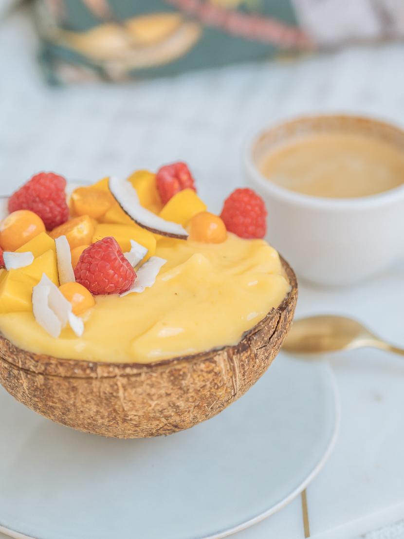 Mango Smoothie Bowl - gesundes Frühstück 6