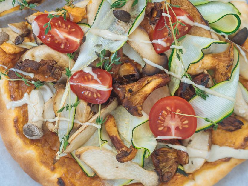 Veganer Flammkuchen mit Pilzen und Cashewcreme 7