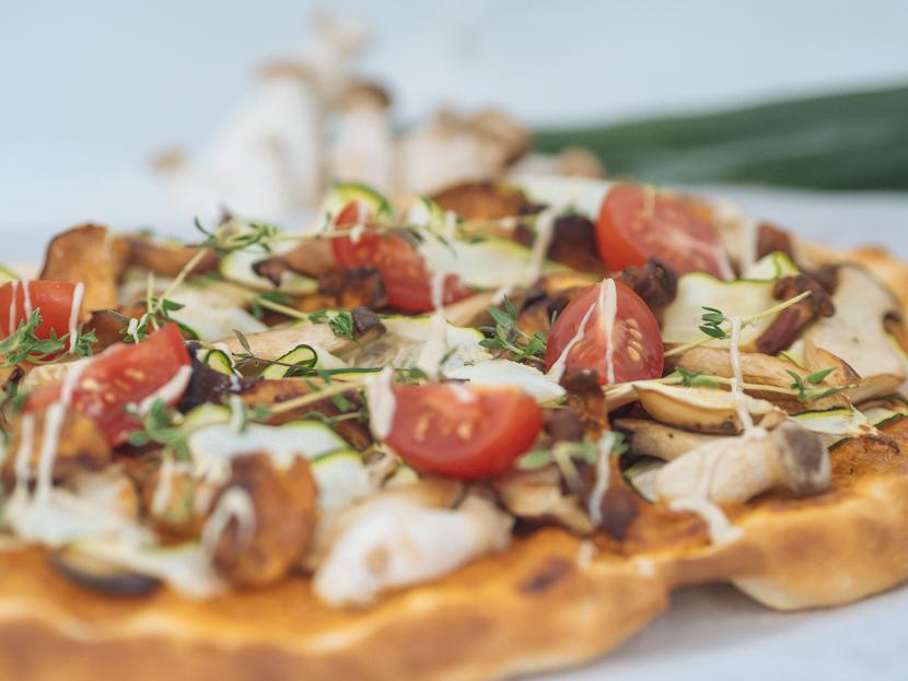 Veganer Flammkuchen mit Pilzen und Cashewcreme 8