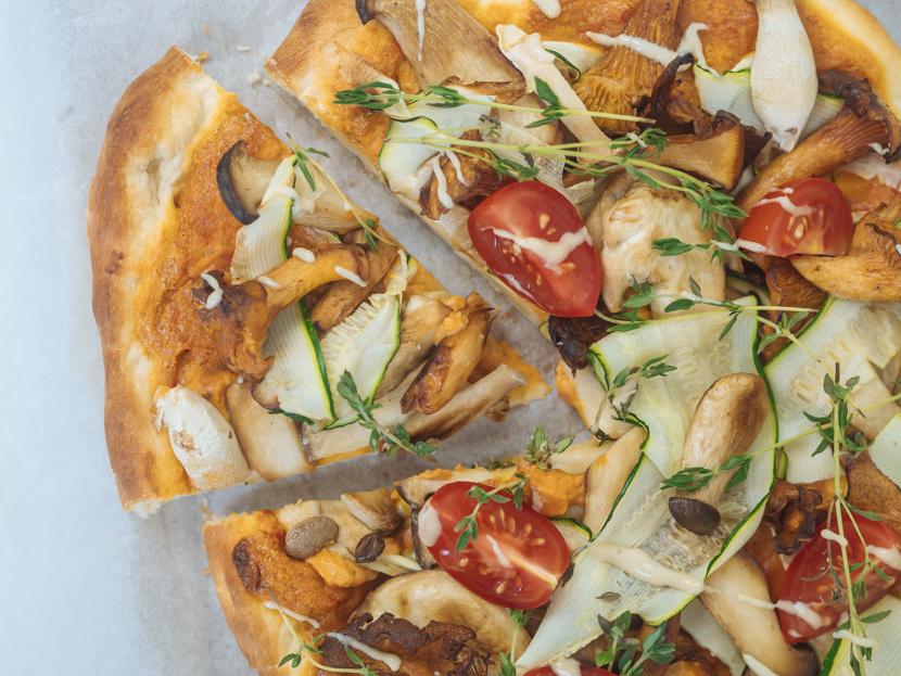 Veganer Flammkuchen mit Pilzen und Cashewcreme 5