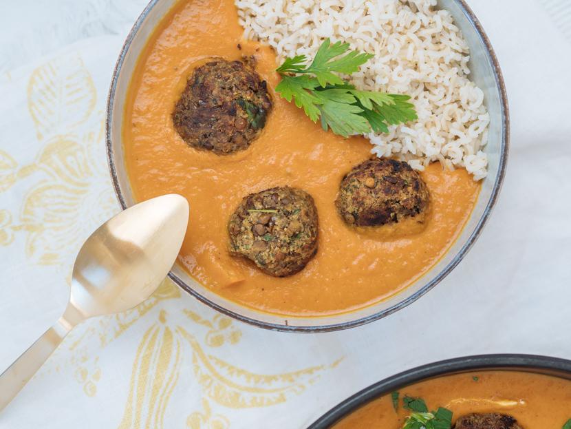 Vegane Fleischbällchen aus Linsen mit Kokos-Kürbis-Sauce 6