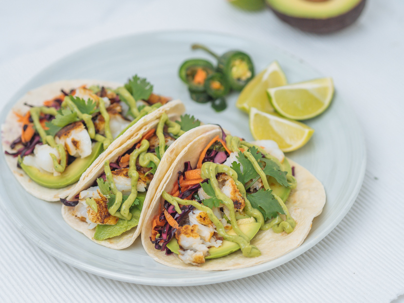 Einfache Fisch Tacos mit Rotkraut Slaw und Avocadocreme 9