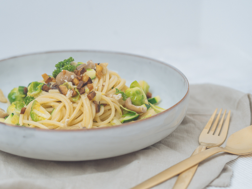 Spaghetti mit Maroni, Kohlsprossen und knusprigem Tofu 2