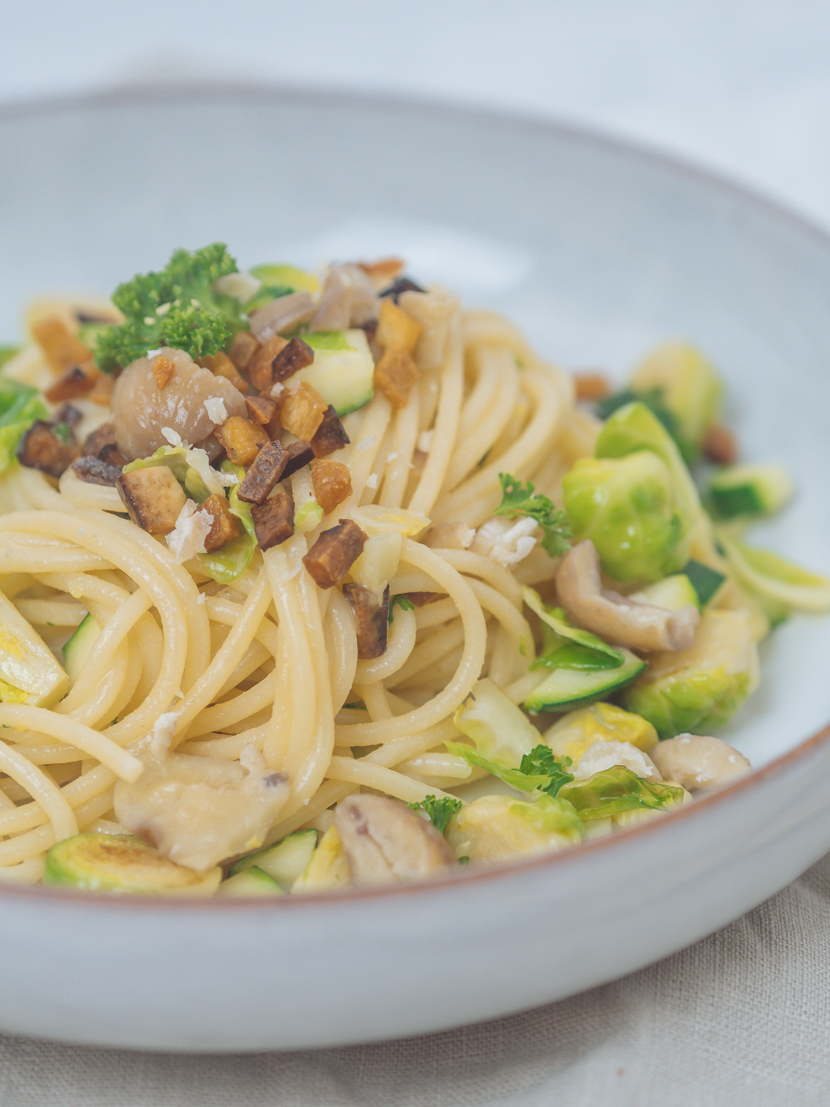 Spaghetti mit Maroni, Kohlsprossen und knusprigem Tofu 7