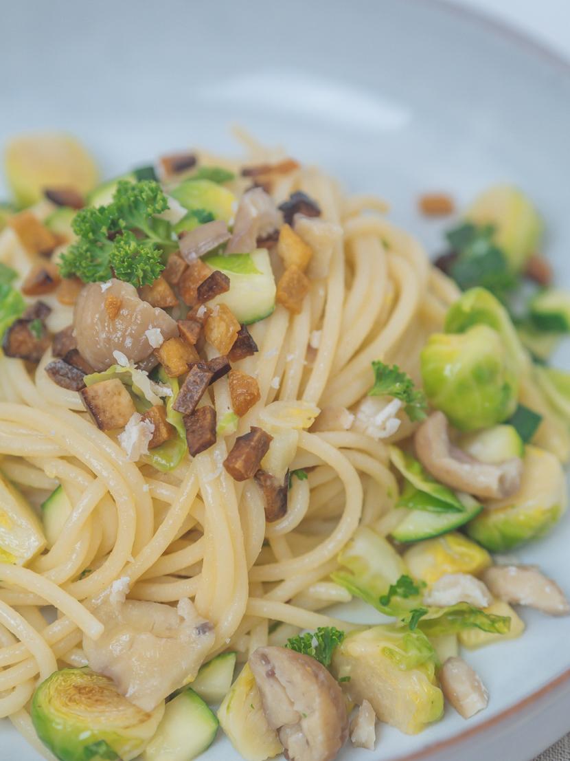 Spaghetti mit Maroni, Kohlsprossen und knusprigem Tofu 5