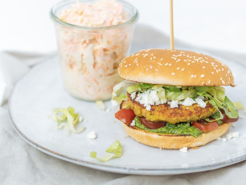 Kürbis-Quinoa-Burger mit Rucola Pesto und Feta 1