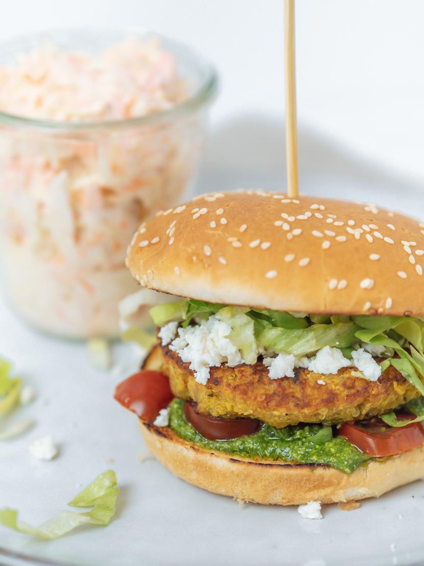 Kürbis-Quinoa-Burger mit Rucola Pesto und Feta 6