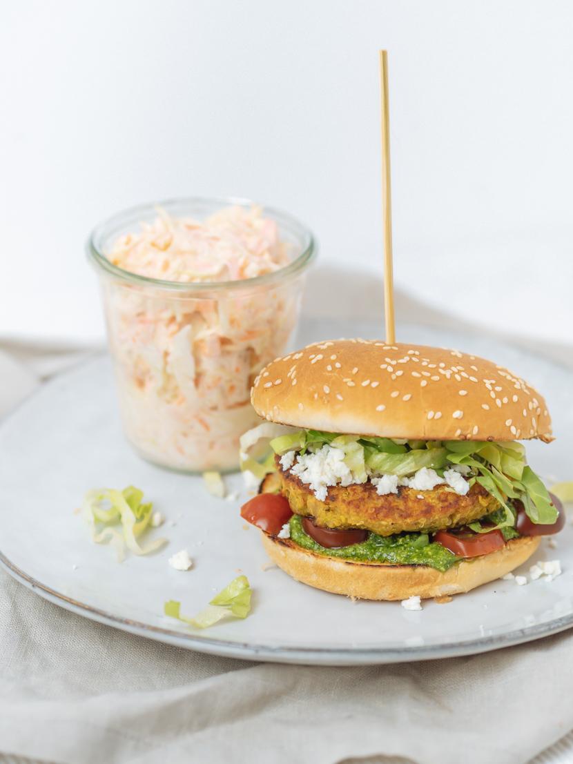 Kürbis-Quinoa-Burger mit Rucola Pesto und Feta 5