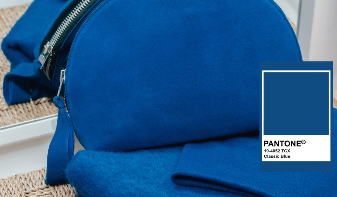 Classic Blue - die Trendfarbe 2020 für Fashion und Beauty, Pantone Trendfarbe 2020, tiefblauer Farbton, Wie style ich Classic Blue? die schönsten Fashion Pieces in Classic Blue, Pantone Color of the year 2020, die schönsten Accessoires in der Trendfarbe 2020, www.amigaprincess.com